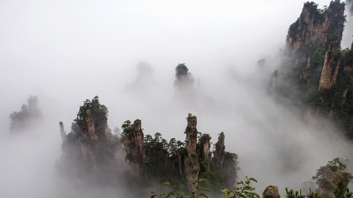 张家界旅游雨中风景图片欣赏